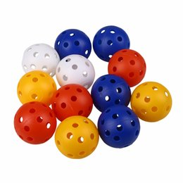neuheit golfbälle Rabatt Kunststoff Luftstrom Hohl Golfball Indoor Übungsbälle Golf Zubehör Golf Übungsbälle 50 Stücke