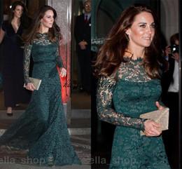 Kate middleton grünes kleid online-Vintage Hunter Green Lace Abendkleider Langarm 2018 Kate Middleton Bateau Sheer Neck Elegante Prom Anlass Kleid Kleid