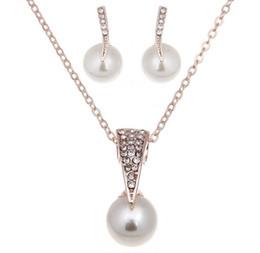 goldene halskette für braut Rabatt Art- und Weiseschönheits-Halskettenschmucksachen goldene überzogene nachgemachte Perlen-Kristallhalsketten-Ohrringe Braut-Schmucksachen freies Verschiffen