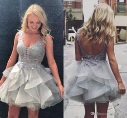 vestido corto de min Rebajas 2018 Nuevo Cute Ruffles Tier Faldas Short Homecoming Vestidos Illusion Lace Apliques Top Backless Organza Prom Vestidos Mín Vestido de Cóctel