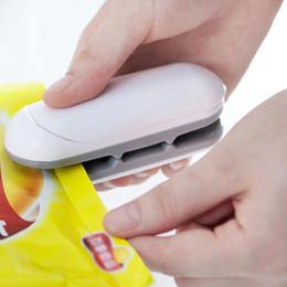 Paket Makinesi Mini Isı Yapıştırma Makinesi Handy Isıtıcı Ambalaj Mühürleyen Çanta Ev Ambalaj Aletleri Için Mutfak Aletleri Kelepçeleri YFA631 cheap bag clamps nereden torba kelepçeleri tedarikçiler