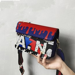 2019 borse sud corea Fabbrica diretta Corea del Sud graffiti personalità partito borsa moda hit colore lettere spalla Messenger bag borse sconti borse sud corea