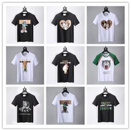 8a0e95f6a49b 2018 Nouvelle Arrivée Pas Cher Top Copie Marque Hommes T-shirts Polo dg  O-Neck Coton Vêtements D extérieur Blanc Noir Vente Avec En Gros Taille  M-3XL peu ...