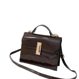 2019 малые лакированные кошельки 2018 New Chic Patent Leather Women Shoulder Bag Solid Cross-body Bag Turn Lock Small Handbag Purse Casual Messenger Belt Hot дешево малые лакированные кошельки