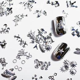 100 Piezas / Bolsa Las Decoraciones de Uñas Más Populares de este Año Nuevas Plumas Estrella de Mar Tortuga Forma de Metal de Plata Nail Art Rivets Silve desde fabricantes