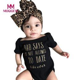 Mono negro verano online-Conjunto de ropa de bebé niñas bebé recién nacido carta del bebé mameluco del mono diadema trajes negros niñas ropa verano 2018 barco de la gota