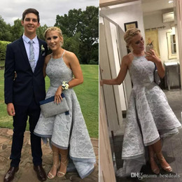 2019 vestidos longos prateados 2018 Silver Grey Lace Prom Dresses 2018 A Line High Low Halter Neck Backless Prom Vestidos Formal Long Party Dresses Evening Gowns Custom vestidos longos prateados barato