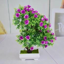 Alberi di bonsai artificiali fioriti online-Eco-Friendly Mini plastica artificiale bonsai alberi arte vasi vassoio falso piccoli fiori di rosa per la casa gif di Natale decorazioni interne