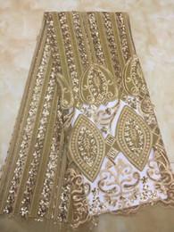 tela bordada de terciopelo rojo Rebajas QDT1092 (5 yardas / pc) 2019 tela de encaje de red de terciopelo africano suave tela de encaje francés dorado con bordado de lentejuelas maravillosas para el vestido