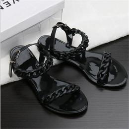 2018 Nueva cadena de plástico para el verano zapatos de playa color caramelo jalea sandalias cadena de fondo plano hacia fuera sandalias desde fabricantes