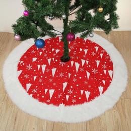 preço do tapete Desconto 127 cm Vermelho Árvore De Natal Saia Tapete Festa Enfeites Decoração de Natal para Casa Não-tecido Xmas Árvore Saia Aventais Preço: NOS $
