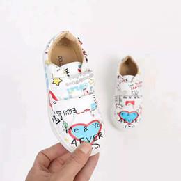 2019 chaussures en gros de brevets pour bébés Enfant chaussures de mode en cuir véritable modèle mignon 2018 nouvelle arrivée bébé garçon fille chaussures plates baskets