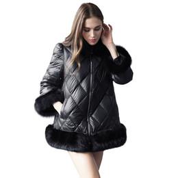 Moda mujer Faux Fox Down chaqueta negro cuello de piel abrigos invierno con  capucha acolchado Ladies Outwear negro chaquetas más tamaño S-3XL 006145aa213d