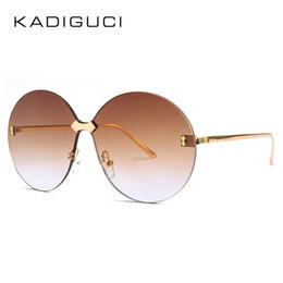 516e2c56e8d67 KADEGUCI Oversized Rodada Óculos De Sol Das Mulheres Gradiente 2018 Estilo  Verão Marrom Rosa Sem Aro óculos de Sol Feminino UV400 Óculos Oculos K0187  ...