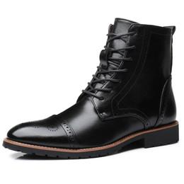 2019 botines vintage para hombre Nuevos botines para hombre con cordones Motocicletas de moda Botas Vintage Brogue Zapatos Casual antideslizante de cuero de PU Mujer Chaussure botines vintage para hombre baratos