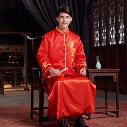 2019 trajes tradicionais chineses Nova chegada do sexo masculino cheongsam vermelho estilo Chinês traje do noivo vestido de jaqueta longa vestido de casamento tradicional Chinesa Qi pao para homens desconto trajes tradicionais chineses