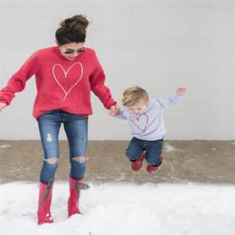 maglioni della figlia di madre Sconti New Family Matching Outfit Abbigliamento Mamma Figlia Figlio Love Heart Stampa Felpe Mommy and Me Outfit Felpa con cappuccio Spring Spring Sport