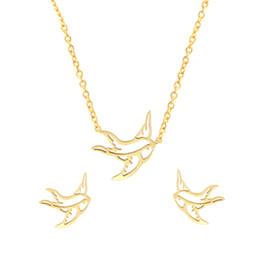 2019 colgante de trago de oro Color Oro Hollows Collar de Golondrina Colgante de Aves de Acero Inoxidable Stud Pendientes Para Las Mujeres Joyería de Moda Set Origami Regalo rebajas colgante de trago de oro