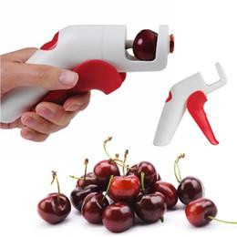 Frutta di ciliegia rossa online-Cherry Corers Frutta Verdura Strumenti Seminatrice Multi Function Rosso Bianco Pratico Plastica Rimozione Nucleare Spedizione Gratuita 8 5hy V