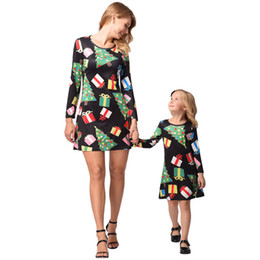 Wholesale mom daughter clothing - Popular Christmas Kids Clothing Dresses Family Matching Outfits 2018 Printing Long Sleeve Matching Clothes Mom And Daughter Dress