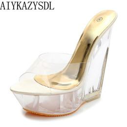 2019 zapatillas de plataforma transparente AIYKAZYSDL Moda de verano sexy Tacones altos Sandalias Zapatillas Mulas Plataforma de cristal transparente Cuñas zapatos 15 CM Jelly Sandals zapatillas de plataforma transparente baratos