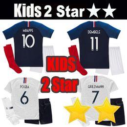 621f4469dc França 2 estrelas crianças kit GRIEZMANN MBAPPE POGBA camisola de futebol  2018 Copa do mundo camisas infantis DEMBELE MARTIAL KANTE camisola futebol  GIROUD ...