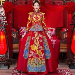 2019 vestidos asiáticos vermelhos Oriental asiático noiva beleza chinês tradicional vestido de noiva mulheres red floral manga comprida bordado estilo cheongsam robe qipao desconto vestidos asiáticos vermelhos