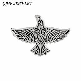 2019 joyería de la mosca toda la ventaQIHE JEWELRY Alfileres y broches vikingos Flying Raven Pin Norse crow medieval Broche Vikingo joyería Norse Mythology rebajas joyería de la mosca