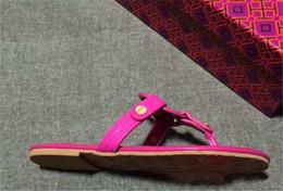 Mei Red Echtes Leder Marke Neue Frauen Thong Keil Sandalen Gelb Sommer Frauen Strand Sandalen Berühmte Flip Fllops von Fabrikanten