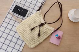 Сумка для кистей вязания крючком онлайн-Корейская версия простой и щедрой вязания крючком косой соломы мешок кисточкой одно плечо ткать сумка пляжная сумка