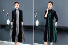 2019 vestidos de linhas verticais Outono 2019 novo estilo europeu e americano tamanho grande moda feminina manga comprida gola alta listra vertical vestido de veludo feminino desconto vestidos de linhas verticais