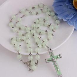 Argentina Luz azul resplandor en plástico oscuro perlas de rosario luminoso noctilucente collar moda joyería religiosa regalo del partido Suministro