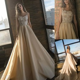Organza vestido de noiva cintura natural on-line-2018 Champagne Vestidos de Casamento Uma Linha Organza Lace Appliqued Corpete com Cintas de Espaguete Beading Cintura Vestidos de Noiva Capela Trem