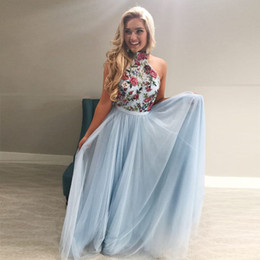 Bordado rendas vestidos brancos on-line-High Neck Embroidery Prom Dresses Halter Lace Tulle White Light Sky Blue Floor Length Backless Graduation Party Dress
