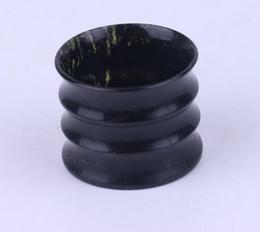 Vasos de copas de bambú online-2pc Copas de bambú de jade brillante Gafas de jade verde oscuro Jiuquan tazas luminosas Moyu tazas de piedra al por mayor