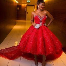 pizzo africano brillante Sconti Abiti da ballo alti rossi rossi africani Abiti da sera innamorati con perline brillanti Plus Size Lace Sweep Train Abito da cocktail formale da donna