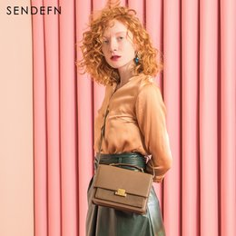 2019 bolsos partidos Sendefn Fashion Split Leather Women Flap Mujeres Small Crossbody Bag Wine Red Small Bolsos de piel de vaca Bolsos de diseño de marca bolsos partidos baratos