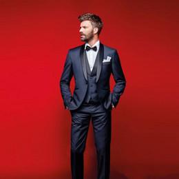 2019 pantalón formal para hombre azul marino. Custom Navy Blue Tuxedos Slim Fit trajes para hombres Padrinos de boda traje de tres piezas barato Prom trajes formales (chaqueta + pantalones + chaleco) rebajas pantalón formal para hombre azul marino.