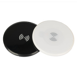 Qi беспроводной зарядное устройство черный онлайн-Новые Qi тонкий беспроводное зарядное устройство 6 мм круглой формы ультра-тонкий универсальные зарядные устройства черный белый зарядки Pad бесплатная доставка DHL
