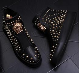 scarpe in stile rock Sconti 2018 nuovo stile di lusso uomo casual scarpe in pelle high top oro punk rock rivetti in metallo designer uomo appartamenti scarpe via danza stivali s242