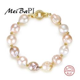 2019 goldene armbänder hände MeiBaPJ S925 Pure Silver Bracelet Galvanik Golden Baroque Natural Abnormity Pearl Blended Hand Ornament günstig goldene armbänder hände