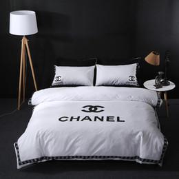 Edredón de marca online-Diseño de marca Double C Juego de ropa de cama Algodón de poliéster Suave Ropa de cama Funda nórdica Fundas de almohada Juegos de sábanas para la cama Textiles para el hogar Coverlets 4PC / Lot