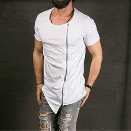 New Men 's Fashion Stylish Long T-shirt Asymétrique Side Zipper Big Neck Manches Courtes T-shirt Homme Hip Hop Tee ? partir de fabricateur