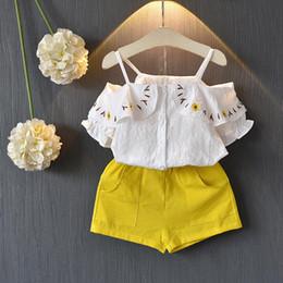 L'usine vend des vêtements en Ligne-Vente directe d'usine de style coréen Sling White Tops et shorts jaunes Vêtements Set filles mignonnes vêtements costume expédition libre