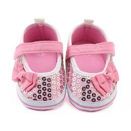 f25d9ddb18677 2018 Bébés filles Chaussures Sequins bow Premiers Marcheurs Motifs Chaussures  Bébé Semelle souple Premiers Marcheurs 0-12 motif de chaussures de bébé en  ...