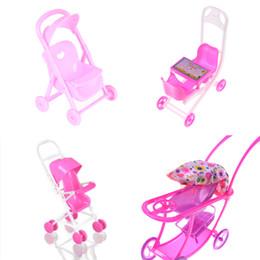 Cochecitos de muñecas online-1 Unid Accesorios Trolley De Plástico Juguetes Kid Play House Muebles de Cuarto de niños Cochecito Para Kelly Tamaño Muñeca 1:12 Regalo de Títeres