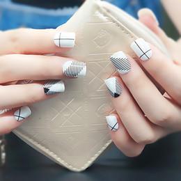 consigli per la moda unghie Fashion Design semplice in bianco e nero di plastica Art Breve falso adesivo Falso Sticker punte con colla gratuita per i bambini cheap kids nails da chiodi dei capretti fornitori