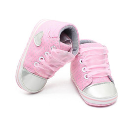 Zapato suave rosa bebé online-Baby Girl Polka Dots Zapatos de cuna Toddler Soft Sole Sneaker Pink Grey Infantil Zapatos de cordones Princess First Walkers 0-1years old baby