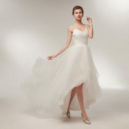 Белое свадебное платье онлайн-Пляжные свадебные платья 2018 White / Ivory Simple Short Front Long Long Tulle Богемианские бретельки V-образным вырезом для женщин Свадебные платья Boho