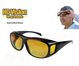 2019 lunettes de soleil jaunes pour la conduite nocturne HD vision nocturne conduite lunettes de soleil hommes jaune lentille sur Wrap Around lunettes lunettes de conduite sombre UV400 lunettes de protection anti-reflets 30 paire lunettes de soleil jaunes pour la conduite nocturne pas cher